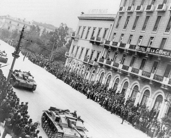 Grande bretania parelasi germanikon armaton katoxi 1942
