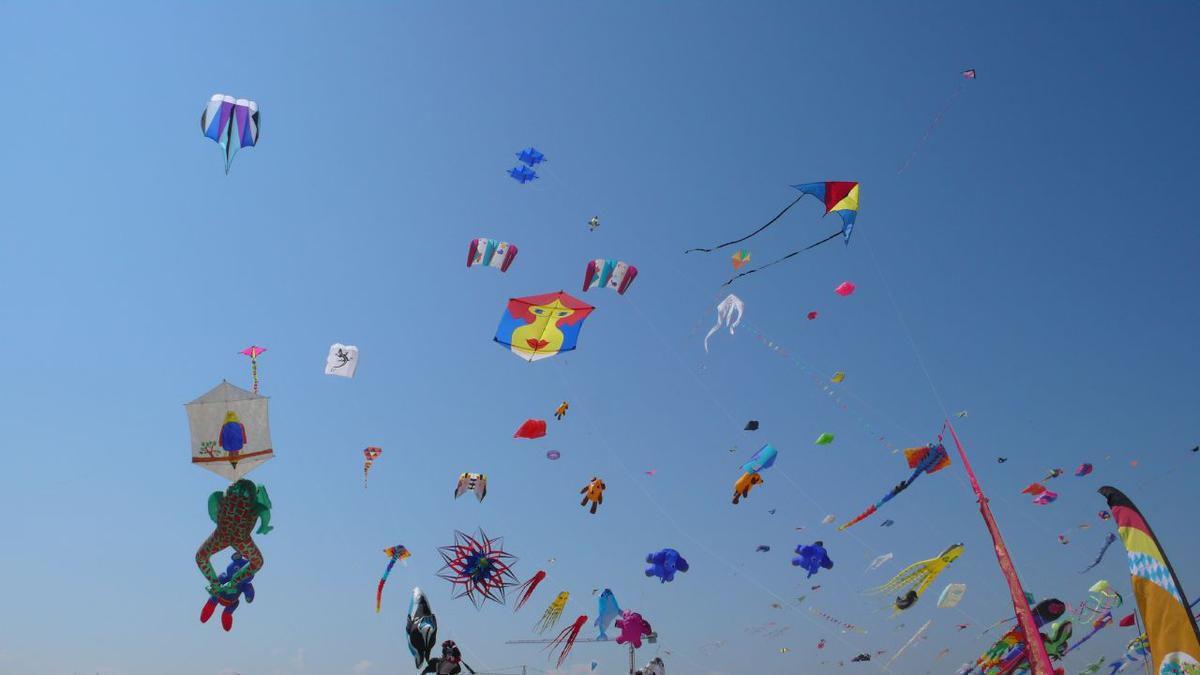 Sky full of kites Cervia 2007