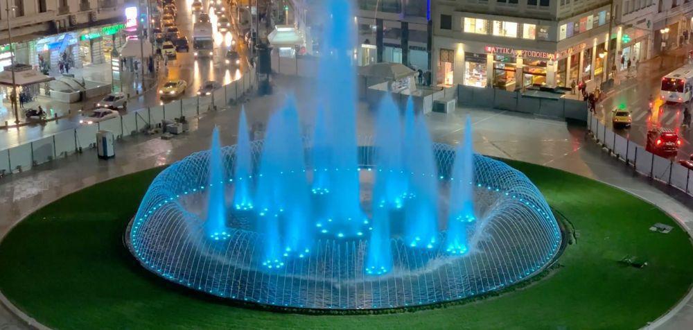 Η νέα πλατεία Ομονοίας είναι εντυπωσιακή και το βράδυ