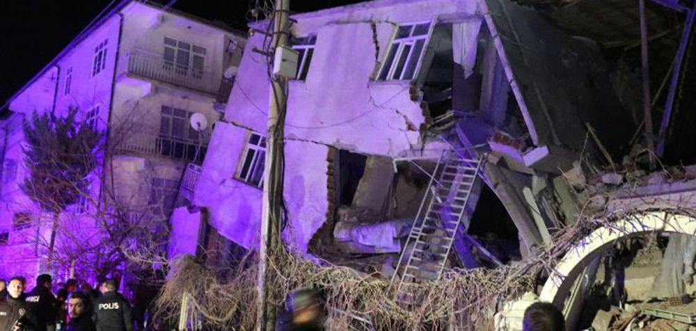 Αυξάνονται οι νεκροί και οι τραυματίες από τον ισχυρό σεισμό στην Τουρκία