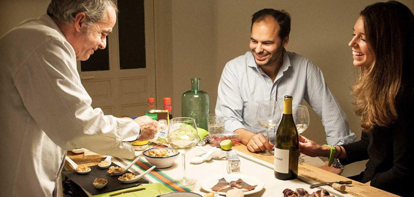 Παριζιάνοι σεφ προσφέρουν τις υπηρεσίες τους κατ'οίκον κατά τη διάρκεια του lockdown